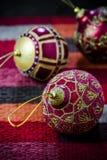 Шарик красного цвета украшения рождества Стоковые Изображения