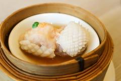 Шарик креветки или испаренные свинина или шарик свинины с кальмаром Стоковое фото RF