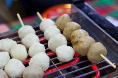 Шарик мяса выпечки и шарик свинины на электрической плите, g Стоковое Изображение