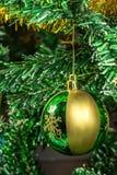Шарик на рождественской елке Стоковая Фотография