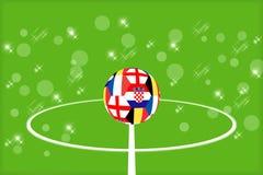 Шарик от флагов Англии, Бельгии, Франции и Хорватии на предпосылке футбольного поля стоковая фотография rf