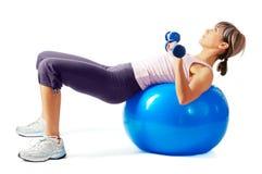 шарик работая sportswoman пригодности Стоковые Фотографии RF