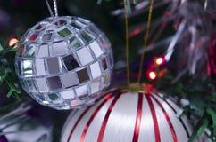 Шарик рождества диско на дереве Christams Стоковое Изображение