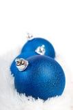 Шарик рождества 3 син на белом мехе Стоковые Изображения RF