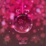 Шарик рождества стеклянный на запачканной предпосылке с снежинками, Стоковое Фото
