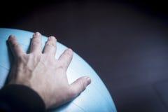 Шарик тренировки аэробики спортзала Pilates Стоковая Фотография RF