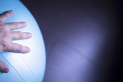 Шарик тренировки аэробики спортзала Pilates Стоковое Изображение RF