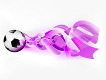 Шарик футбола летания с абстрактным фиолетовым всходом Стоковые Изображения