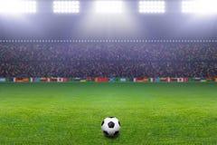 Шарик футбола, стадион, свет Стоковые Изображения