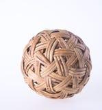 Шарик шарик ротанга на предпосылке шарик ротанга на предпосылке Стоковое фото RF