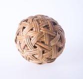 Шарик шарик ротанга на предпосылке шарик ротанга на предпосылке Стоковая Фотография RF