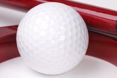 Шарик для гольфа в отверстии Стоковые Изображения