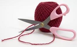 шарик scissors шерсти Стоковые Изображения RF