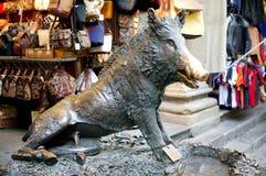 Шарм Porcellino удачливый на Mercato Nouvo во Флоренс, Италии стоковые изображения rf