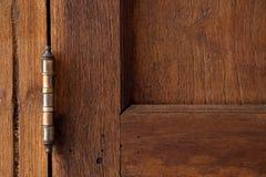 Шарниры двери, крупный план часть традиционного тайского деревянного старого дома стоковое фото