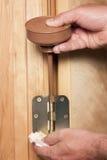 Шарнир двери получая масло прикладной стоковые фотографии rf