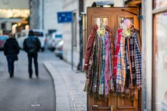Шарфы в сувенирном магазине в Праге Стоковая Фотография