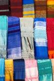 Шарфы красочного столетника silk в Marrakesh Стоковые Изображения RF