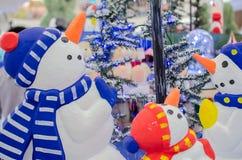 Шарф снеговика украшения нося Стоковое фото RF