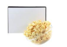 Шар вполне попкорна карамельки, крышки DVD стоковые изображения