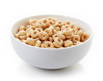 Шар всех хлопьев Cheerios зерна изолированных на белизне Стоковые Фото