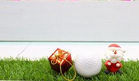 Шар для игры в гольф с украшением рождества на праздник игрока в гольф Стоковая Фотография RF