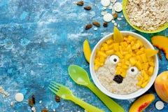 Шар животный форменный w завтрака силы овсяной каши плодоовощ идеи искусства еды Стоковые Изображения