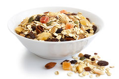 Шар завтрака muesli плодоовощ и гайки на белизне Стоковая Фотография RF