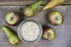 Шар овсяной каши, яблок и груш Стоковая Фотография
