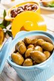 Шар очень вкусных зеленых оливок Стоковое Фото