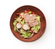 Шар первоначально азиатского салата при семги и овощи изолированные на белизне Стоковые Фотографии RF