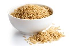 Шар риса длинного зерна коричневого изолированного на белизне Стоковое фото RF