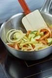 Шар салата шеф-повара смешивая в серии полной рецептов еды Стоковое фото RF