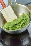 Шар салата шеф-повара смешивая в серии полной рецептов еды Стоковые Фотографии RF