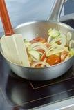 Шар салата шеф-повара смешивая в серии полной рецептов еды Стоковая Фотография RF