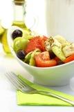 Шар с свежими вилкой и оливковым маслом салата Стоковая Фотография