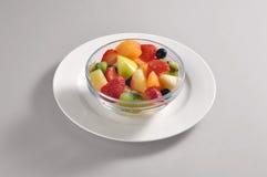 Шар с частью смешанных фруктовых салатов Стоковое Фото