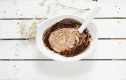 Шар с шоколадом и сливк Стоковая Фотография