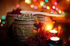 Шар с kutia - едой традиционного рождества сладостной в Украине, Беларуси и Польше, на деревянном столе, яркая предпосылка Стоковые Фотографии RF