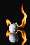 Шар для игры в гольф на черной предпосылке с огнем Стоковое фото RF