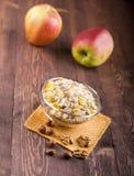 Шар muesli, яблока, гаек, хлопьев, candied для питательного b Стоковое фото RF