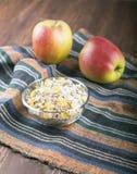 Шар muesli, яблока, гаек, хлопьев, candied для питательного b Стоковое Изображение RF