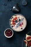 Шар smoothie банана голубики с смоквами и кокосом Стоковое Изображение