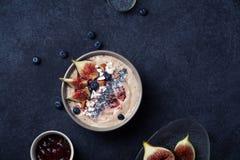 Шар smoothie банана голубики с смоквами и кокосом Стоковые Фотографии RF
