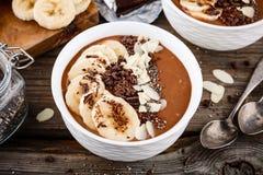 Шар smoothie шоколада с бананом, семенами chia и обломоками миндалины Стоковые Изображения RF