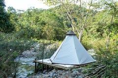 Шатер на бамбуке вдоль потока на Wang Nan Pua, Nan стоковые фото