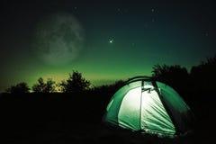 Шатер под звездами и луной Стоковое фото RF