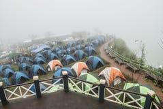 Шатер располагаясь лагерем на горе Стоковая Фотография RF