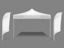 Шатер события белой выдвиженческой рекламы внешний с флагами пляжа реалистическая насмешка вектора 3d вверх изолированная на проз бесплатная иллюстрация