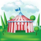 Шатер цирка на предпосылке травы иллюстрация штока